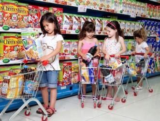 ילדים קונים בסופר תמונה
